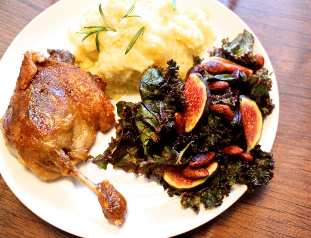 confiterede andelår med kartoffelmos og grønkålssalat