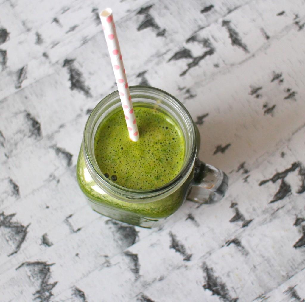 Juice med ananas, mynte og spinat