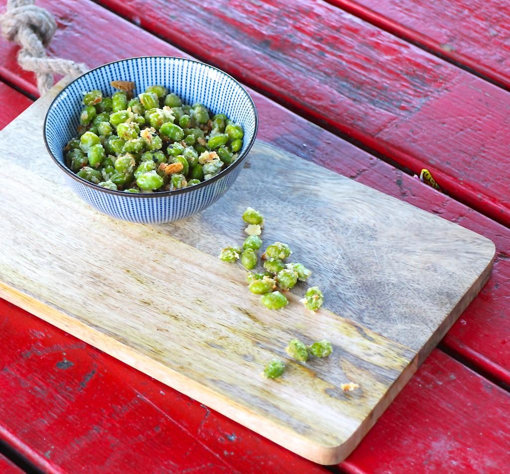 Sprøde edamamebønner med parmesan
