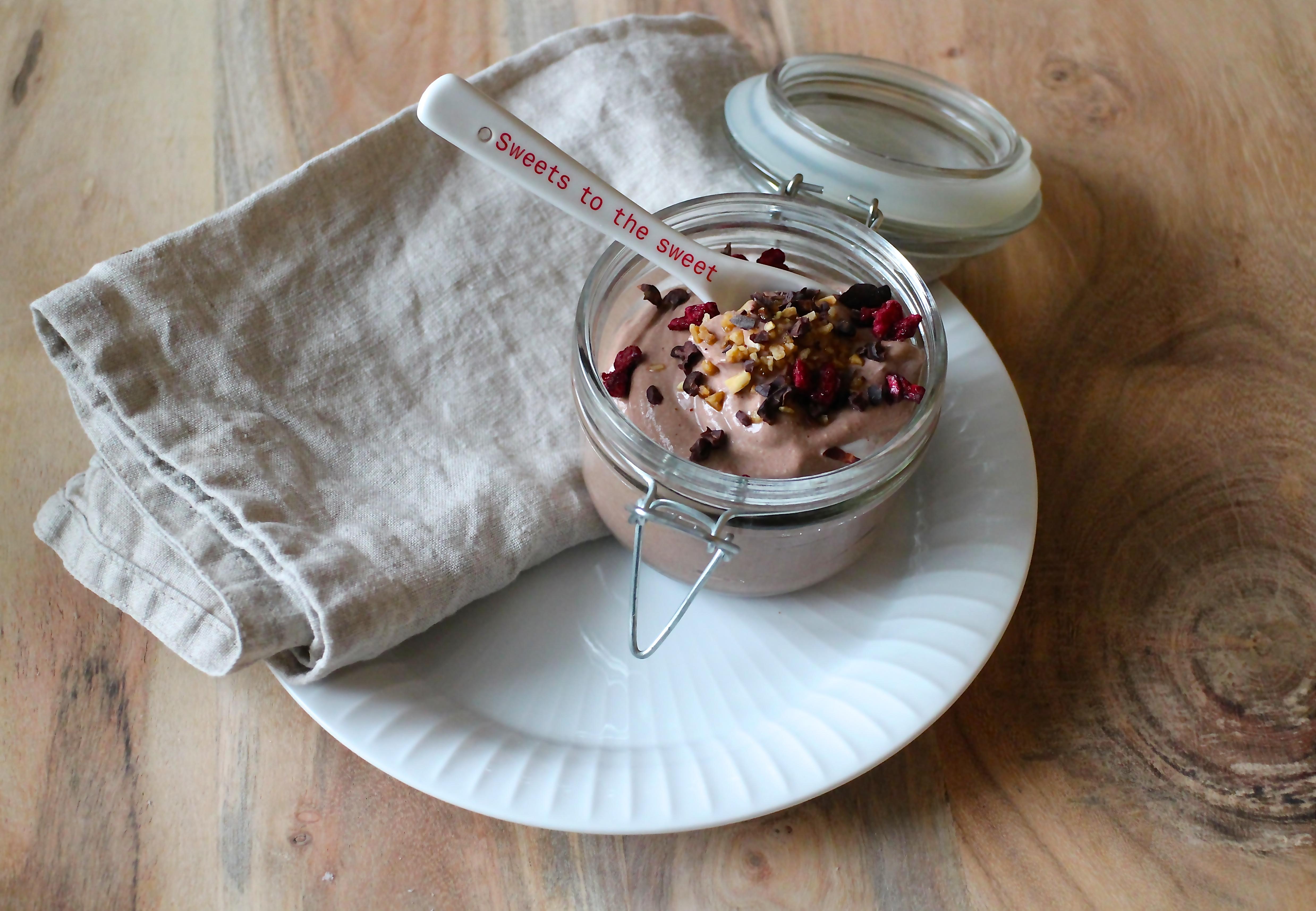 Sund chokolademousse uden raffineret sukker - Sabrina Hørup