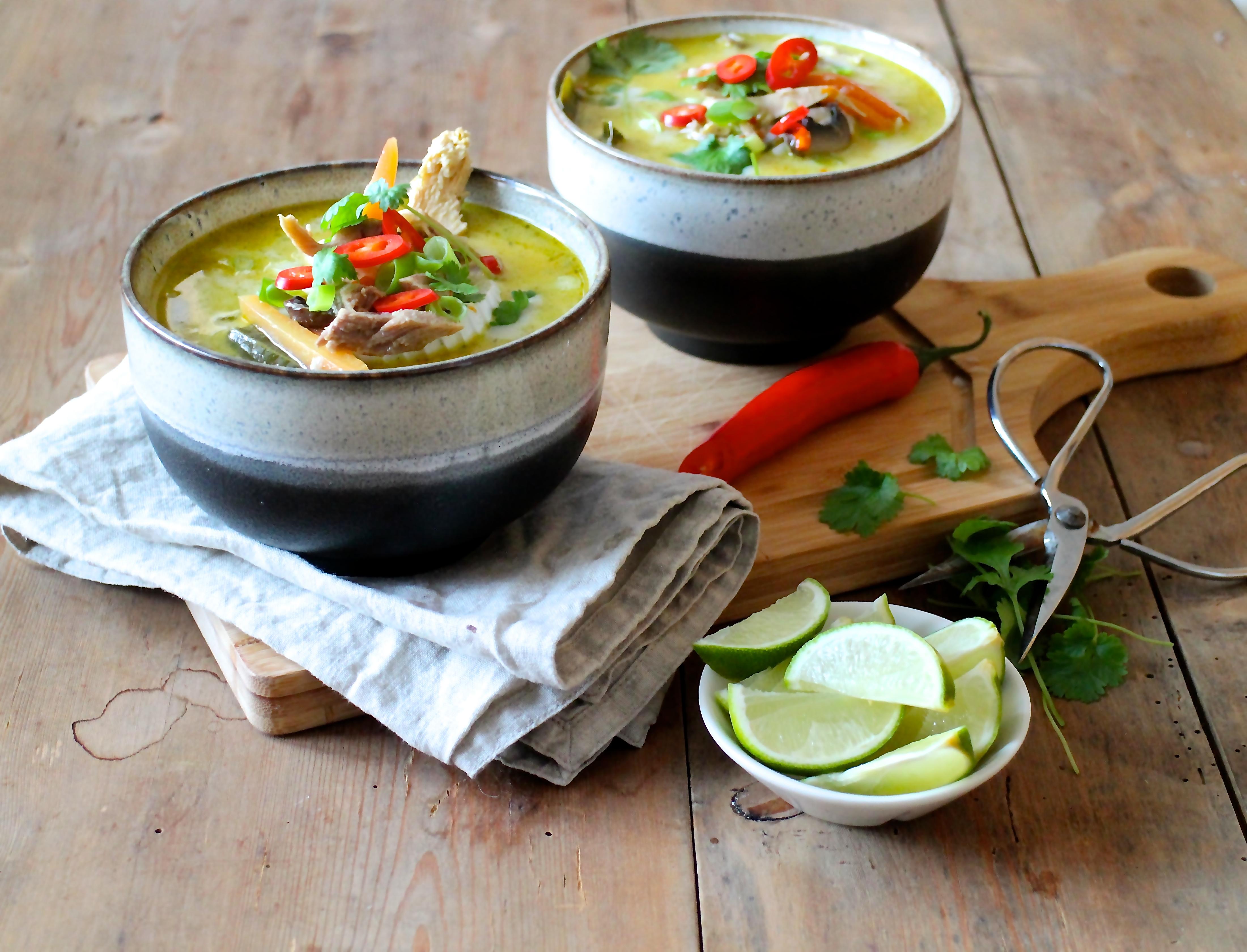 thaisuppe med kylling og grøntsager